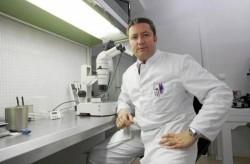 Sevilla 06-03-2013 Rufino Garcia-Otero en la clinica Embryocenter F
